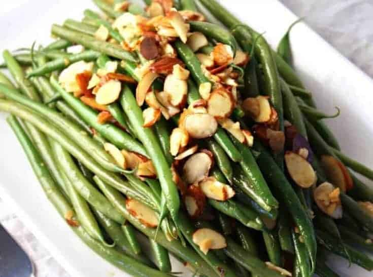 Fresh green beans with almonds