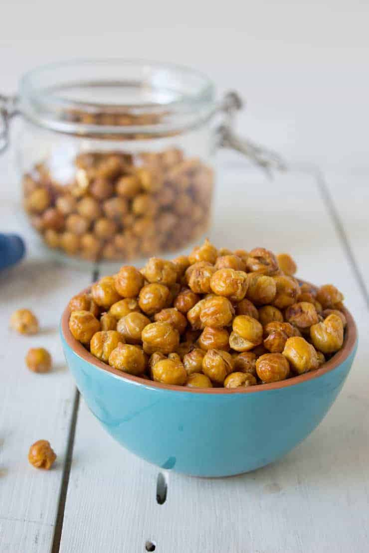 Crunchy Roasted Chickpeas are a healthy snack!