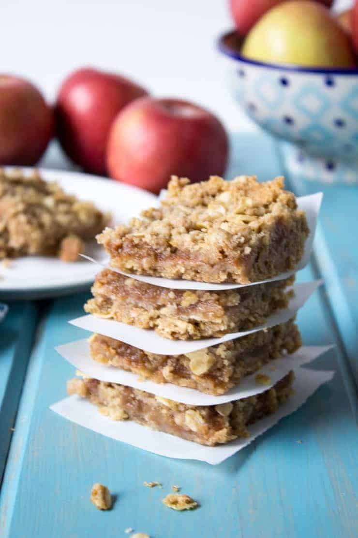 Oatmeal Bars with an applesauce filling makes a quick and easy snack.