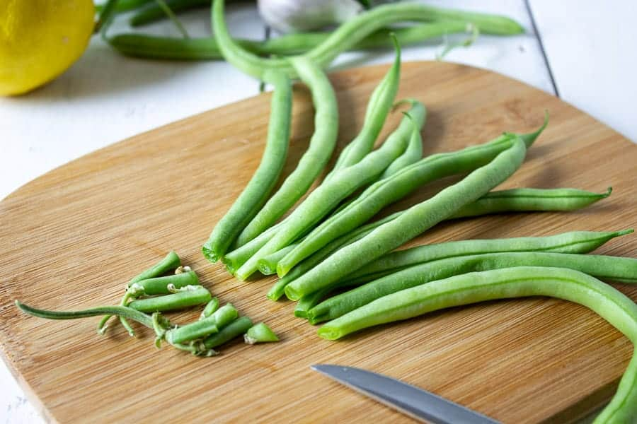 Green beans with the ends cut off.