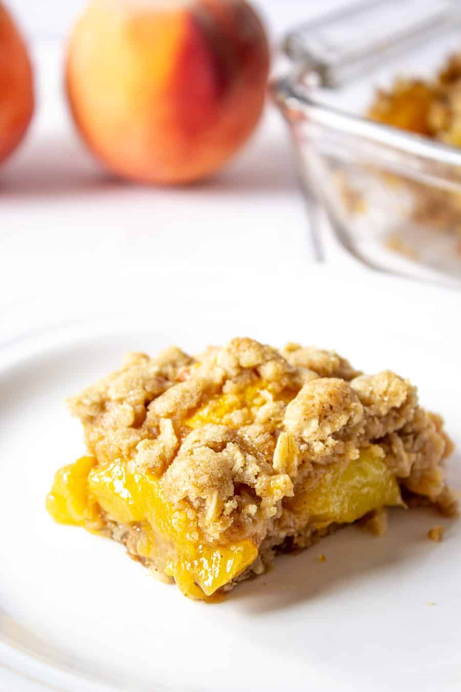 Peach bar topped with an oatmeal topping.