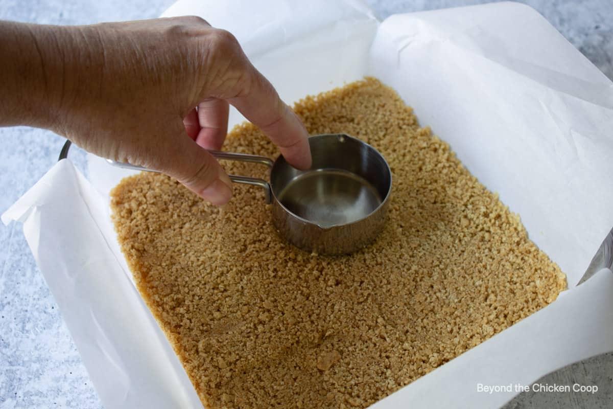 A graham cracker crust.